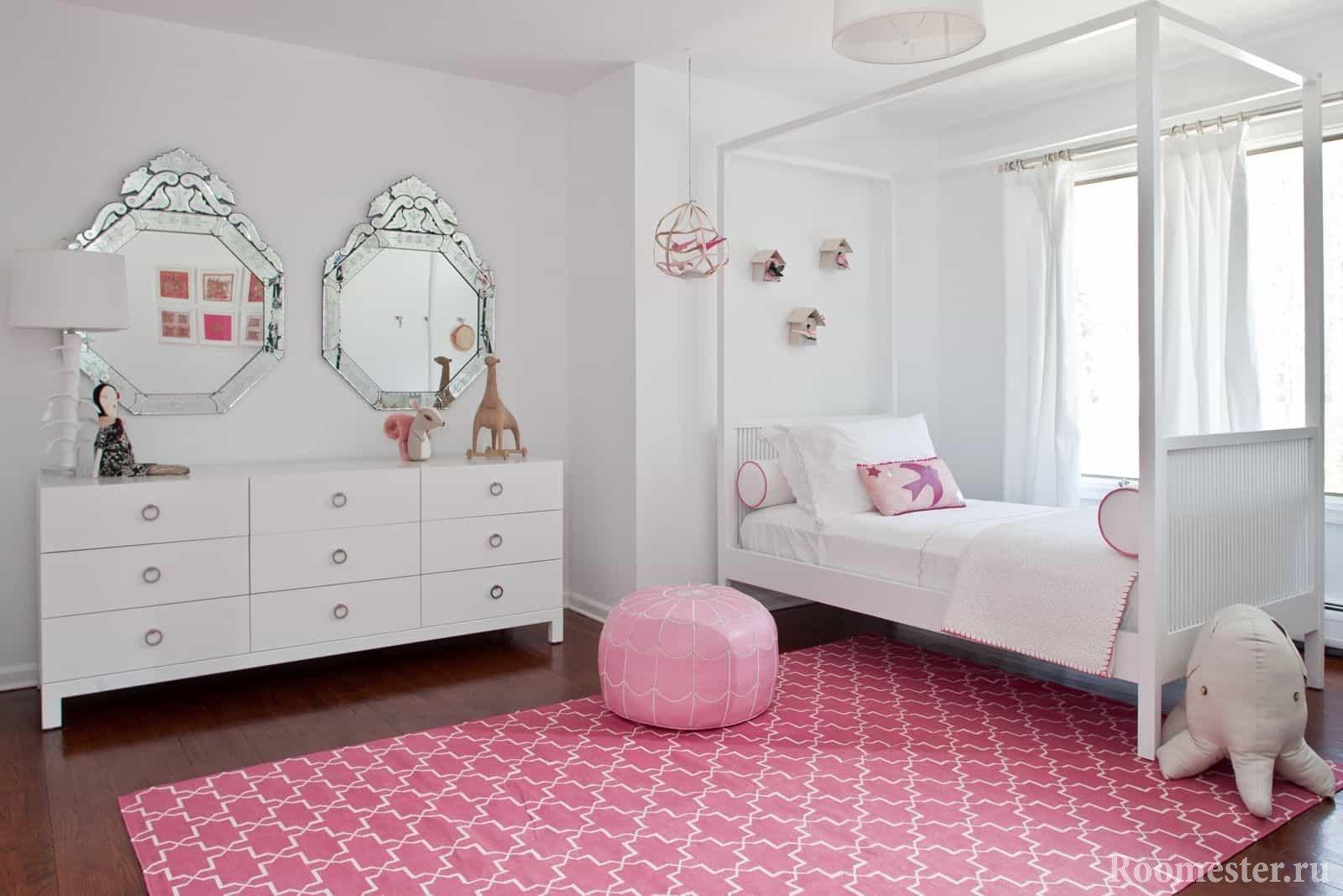 Светлая комната для девочки