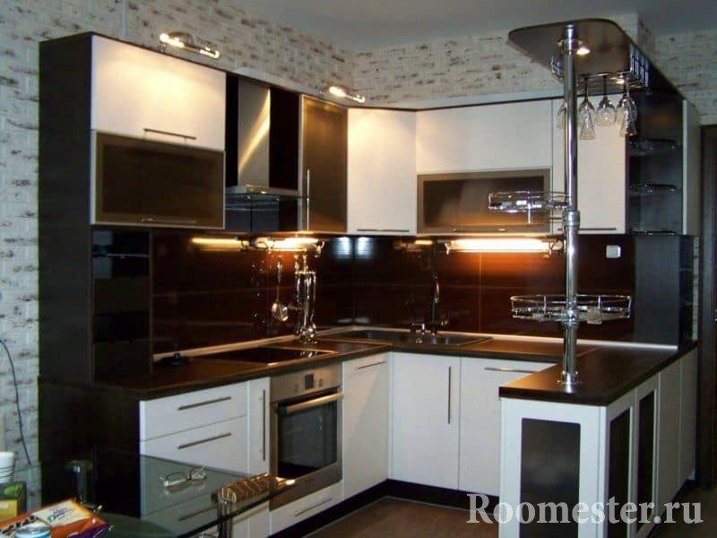 Кухня с подсветкой и сочетании двух цветов -венге и белый