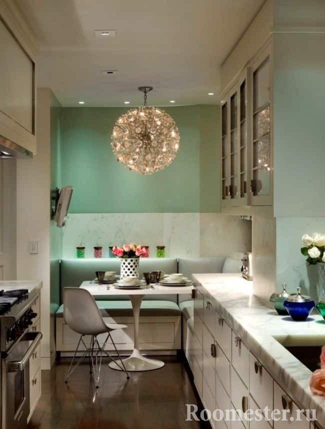 Подсветка рабочей поверхности в вытянутой кухни