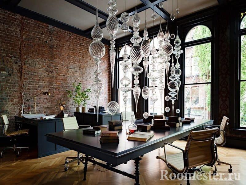 Кабинет с панорамными окнами в стиле гранж