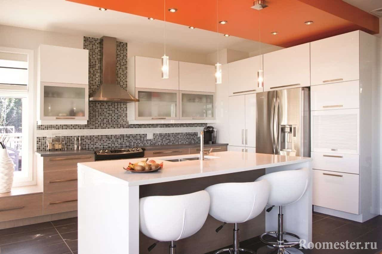 Сочетание цвета на потолке в интерьере кухни в стиле хай тек