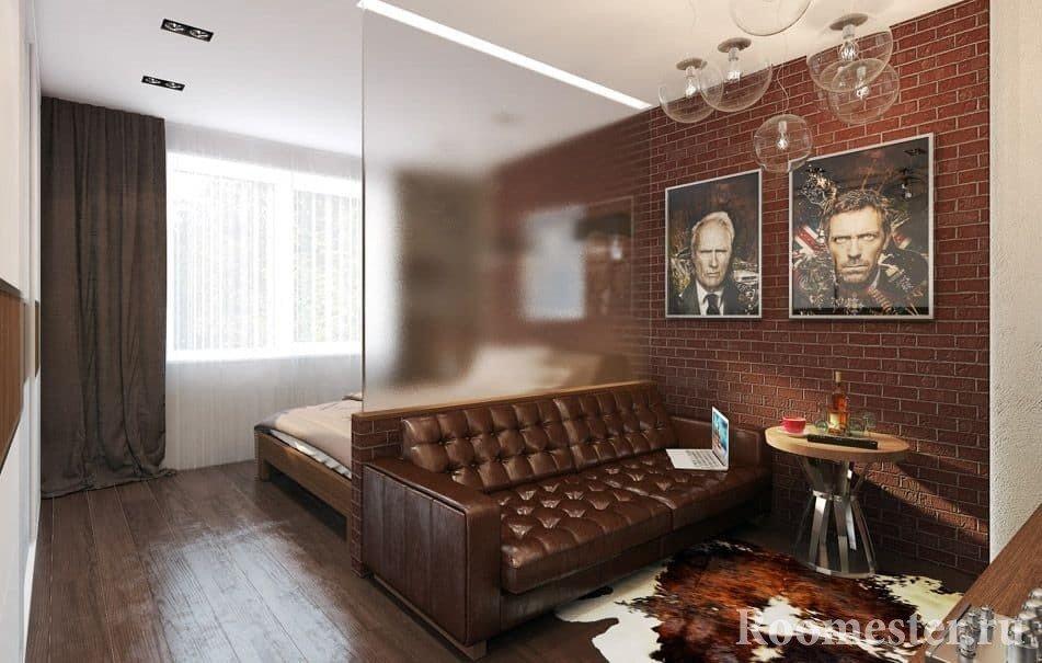 Стеклянная перегородка не уменьшит пространство и добавит освещения в гостиную