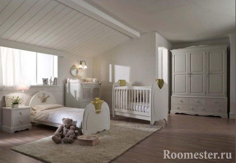 Белая детская комната в стиле гранж