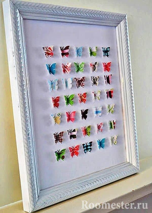 Панно из бабочек в рамке