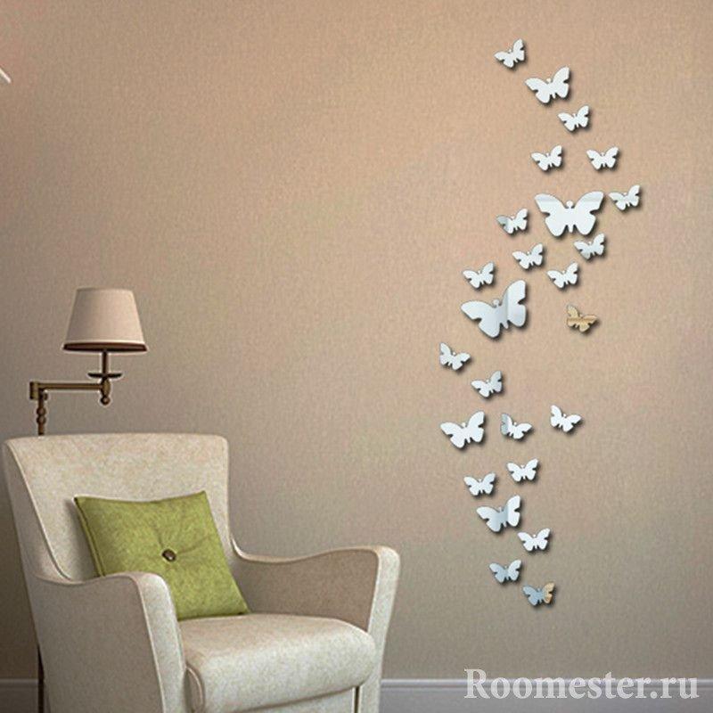 Зеркальные бабочки на стене
