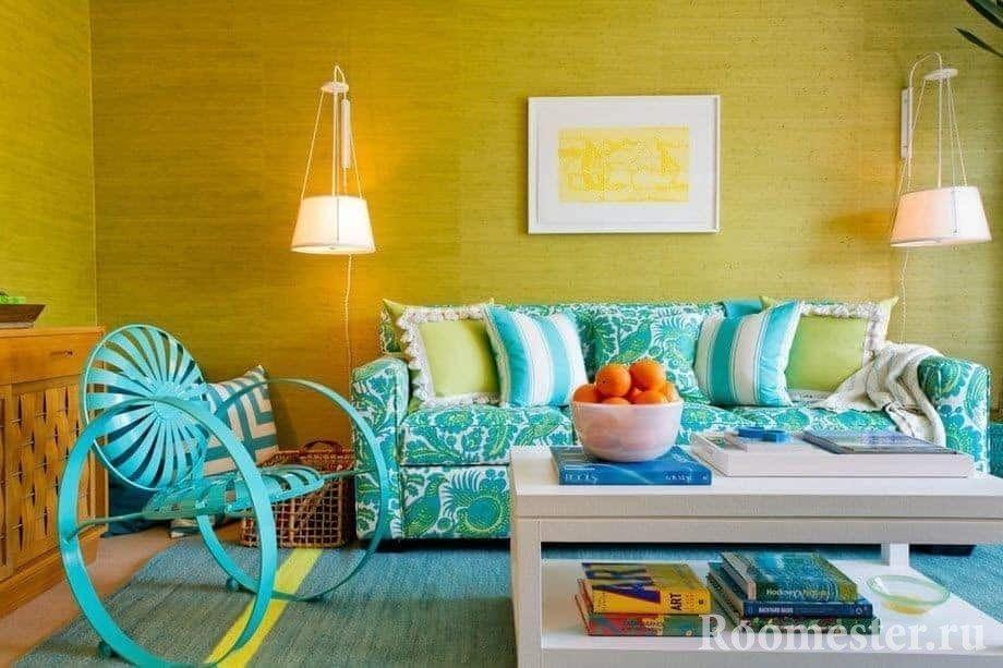 Сочетание бирюзового с желтым в гостиной