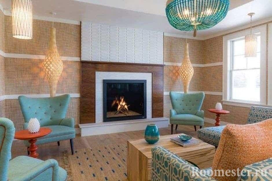 Люстра и мягкая мебель в бирюзовом цвете