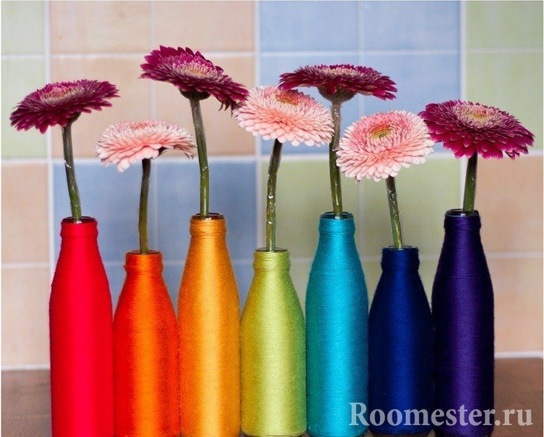 Цветные вазы из бутылок