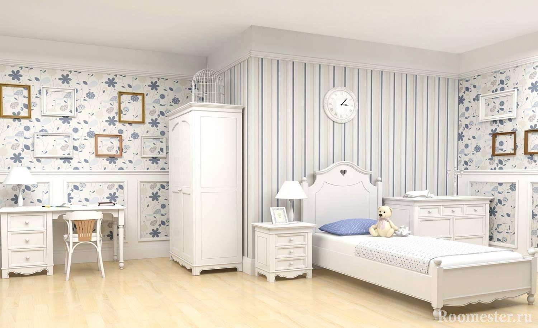 Светлая бело-голубая комната для девочки