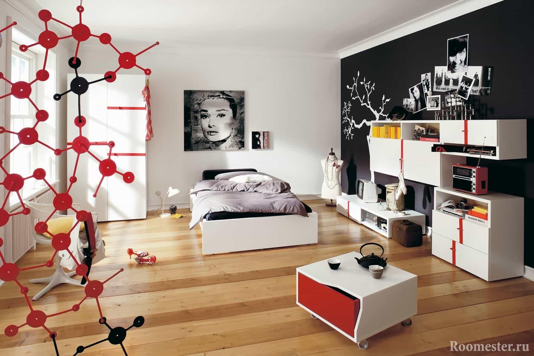 Черно-белая комната