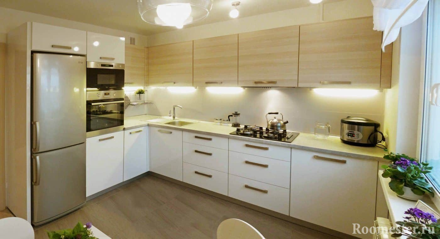 Светлая прямоугольная кухня 10 кв м