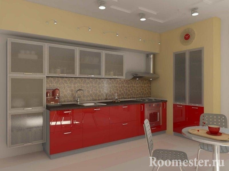 Кухня с красными шкафами