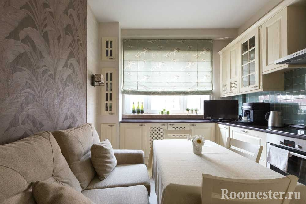 Уютная кухня с мягким диваном