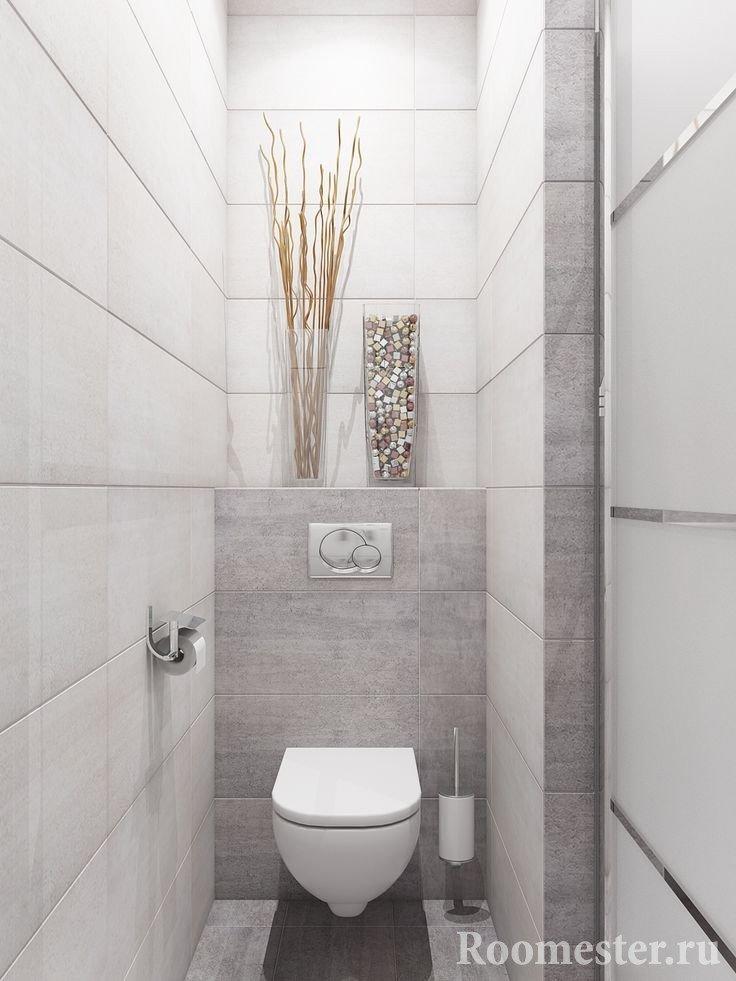 Светлый дизайн туалета с полочкой
