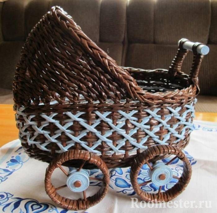 Подделка- коляска из плетеной бумаги