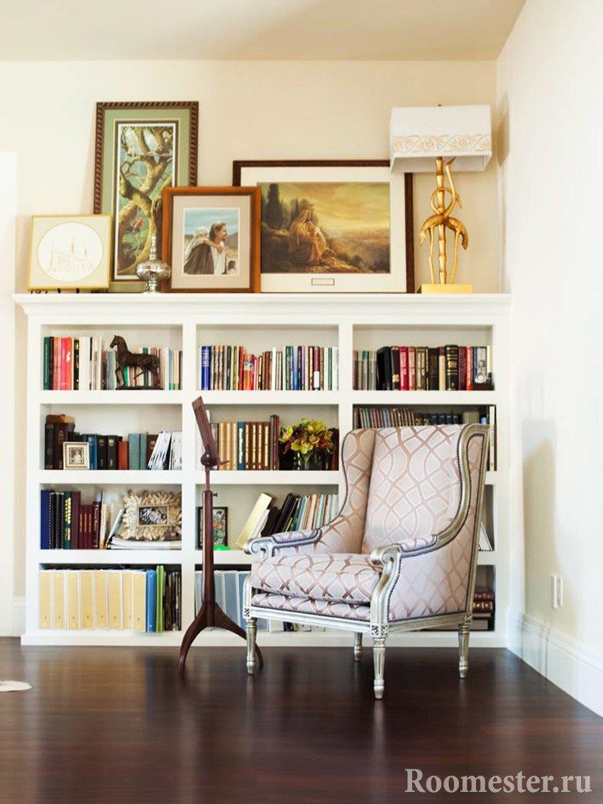 Напольный книжный шкаф