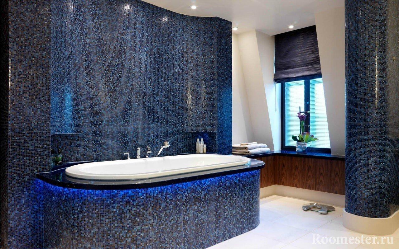 Темно-синяя мозаика в ванной комнате