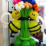 Пчелы на цветке