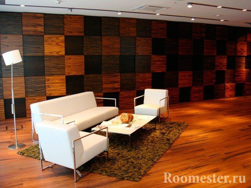 Квадратные деревянные панели разных цветов