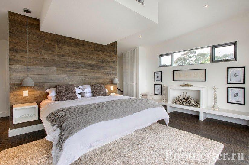 Деревянные панели в изголовьи кровати