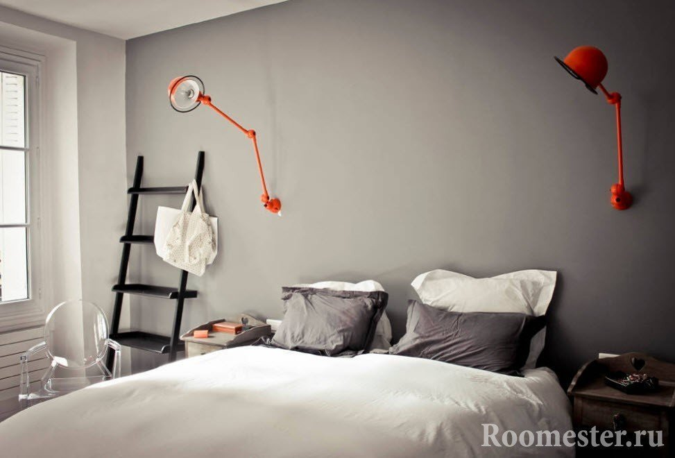Необычные светильники над спальным местом