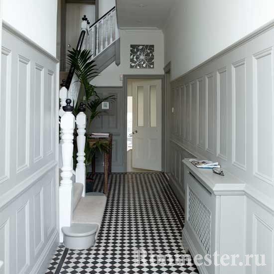 Узкий коридор с лестницей