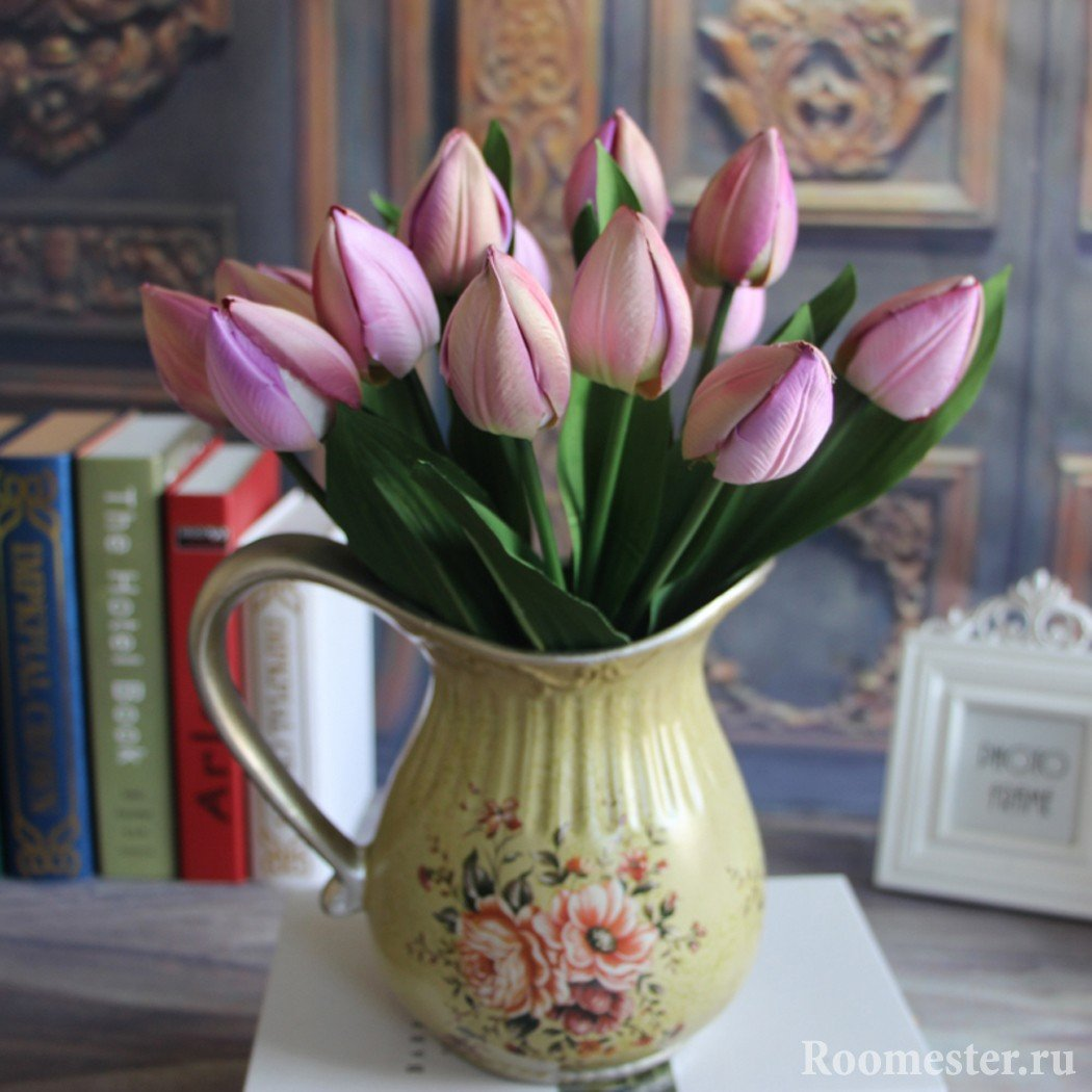 Монобукет из искусственных тюльпанов
