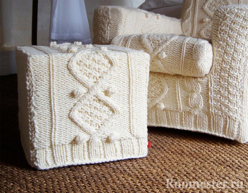 Вязанный чехол на пуф и кресло