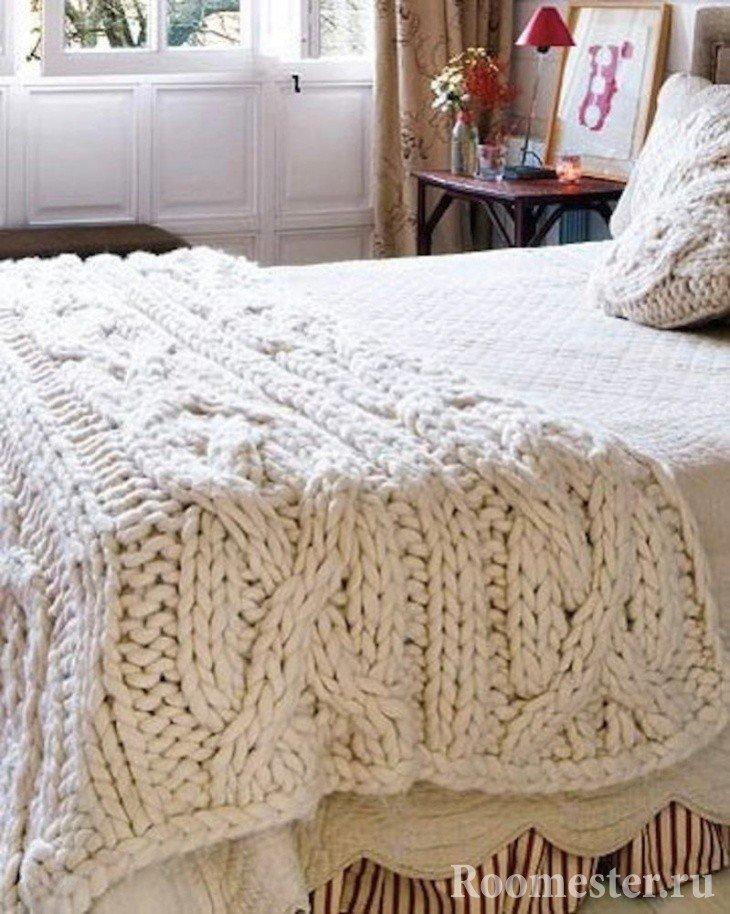 Покрывало с крупной вязкой для спальни
