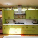 Холодильник медного цвета