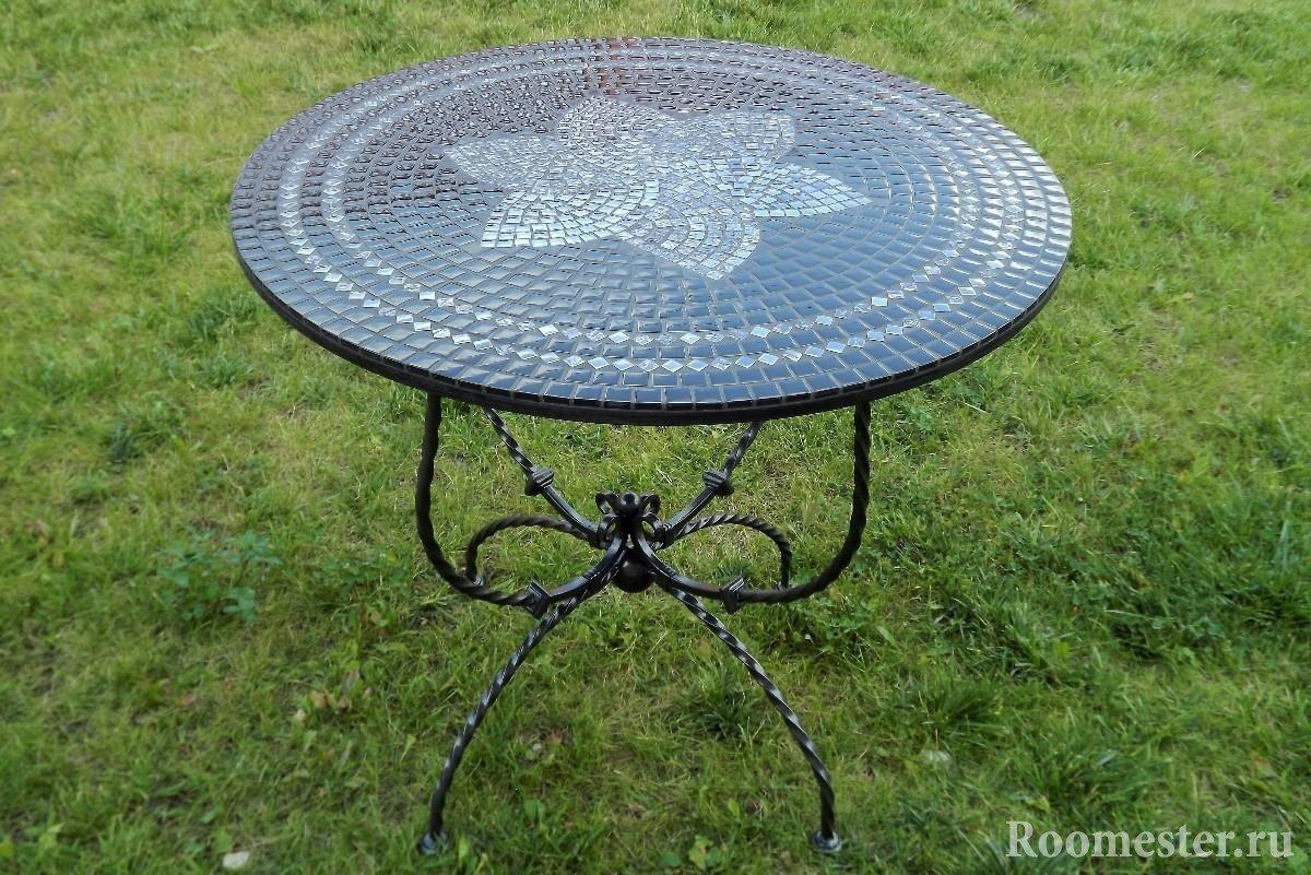 Декор стола мозаикой