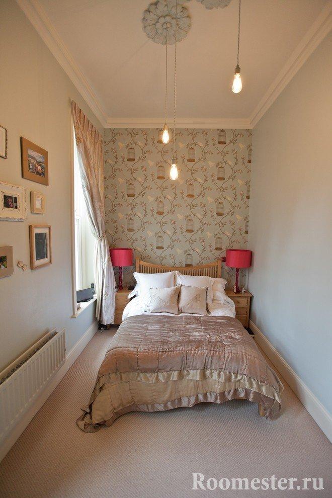 Спальня с высокими потолками