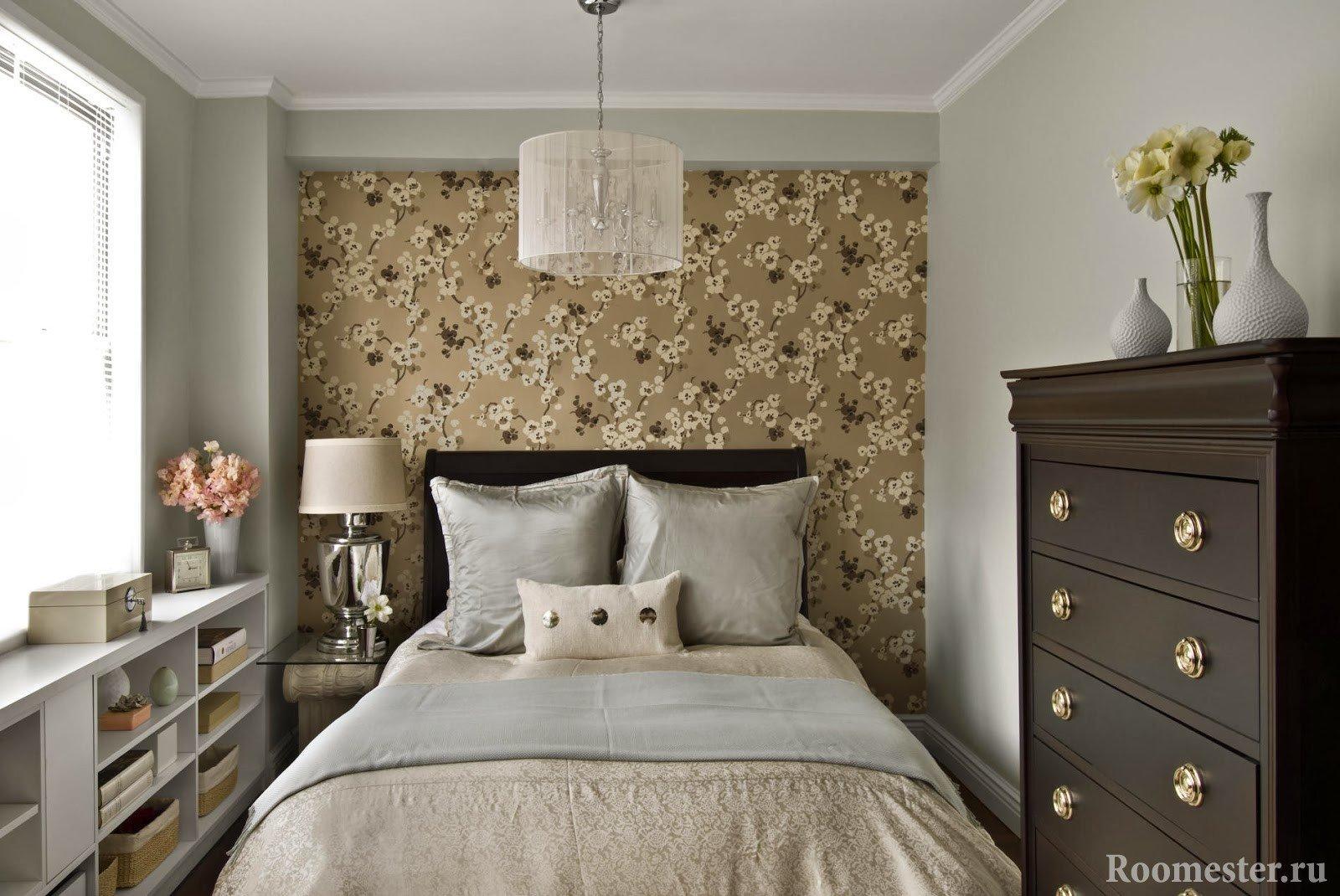 Комод в узкой спальне