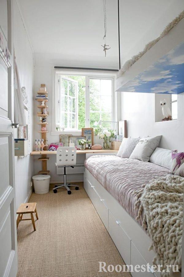 Рабочее место в узкой спальне
