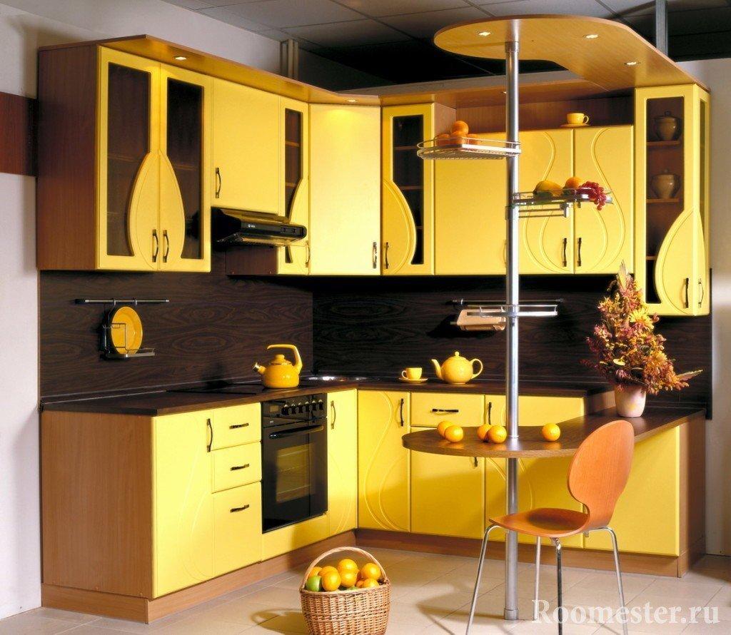 Коричневый цвет в сочетании с желтым
