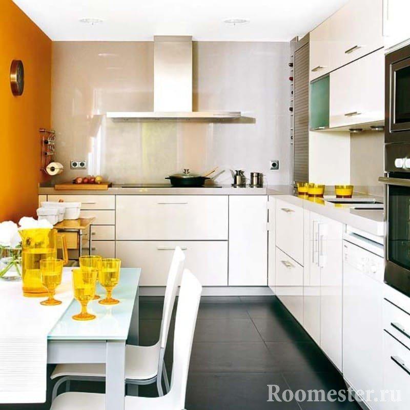 Часть кухни без верхних шкафов