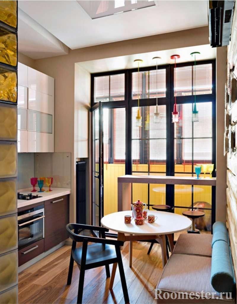 Кухня с окнами в пол
