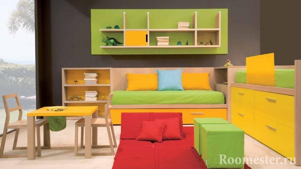 Яркие краски в детской комнате