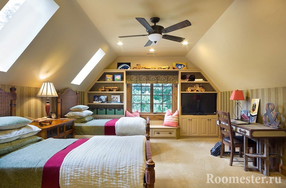 Спальня на мансарде для двоих детей