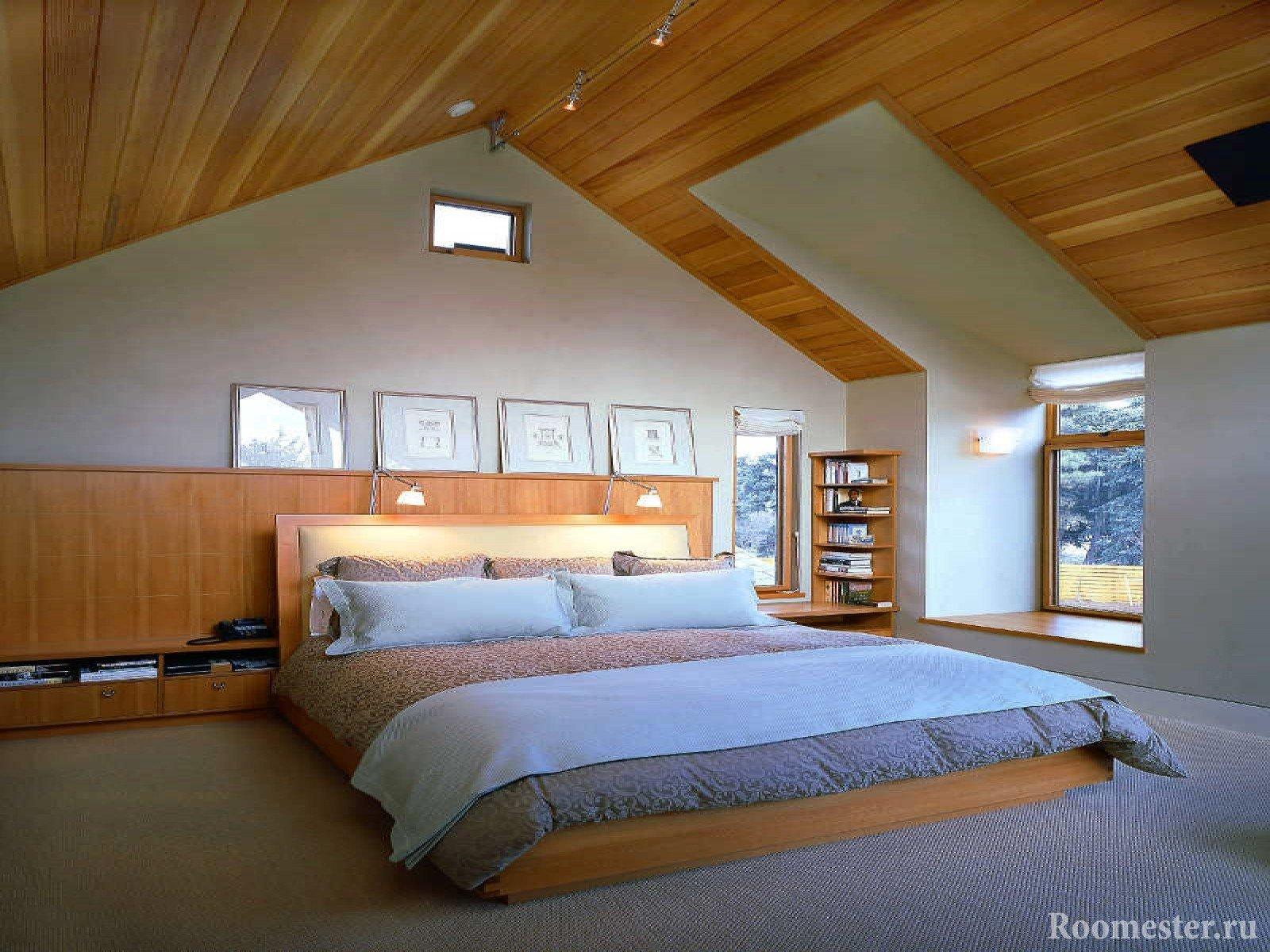 Дизайн спальни на мансарде с высокими стенами