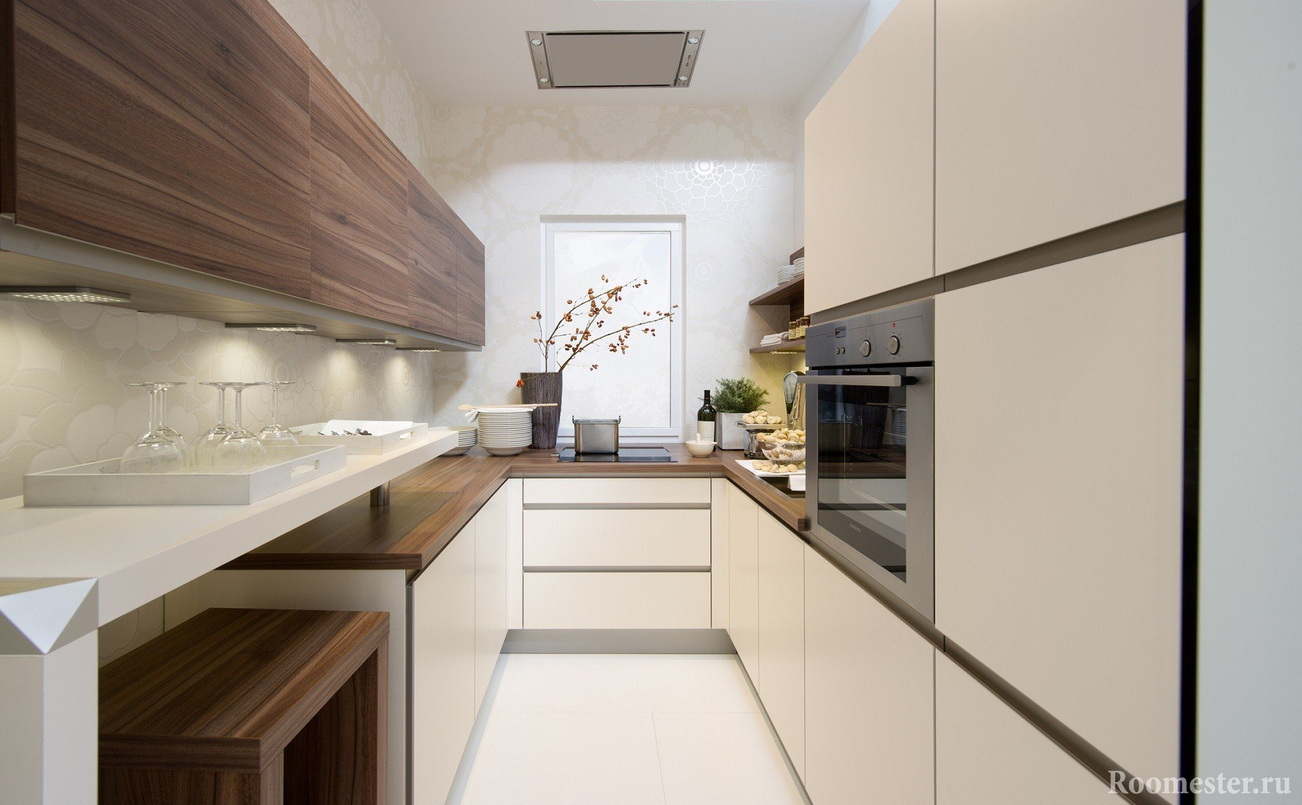 Кухня со шкафом для посуды