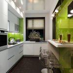 Зелено-белый интерьер кухни