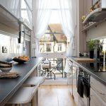 Кухня со столом на двоих