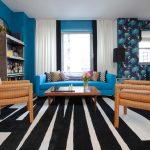 Гостиная с синими стенами