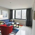 Разноцветная мебель для гостиной