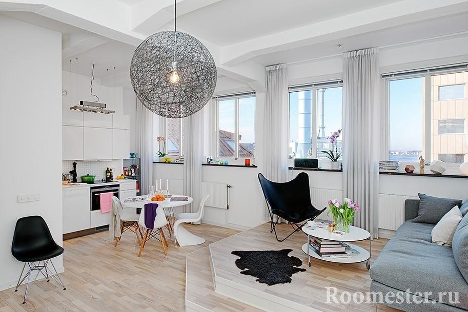 Гостиная на подиуме, кухня внизу