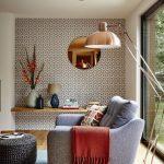 Сочетание мебели гостиной и отделки стен