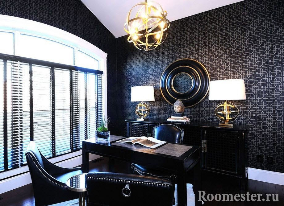 Черный пол в кабинете