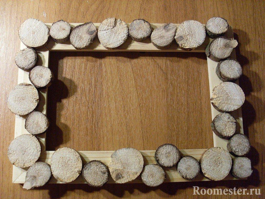Рамка украшенная спилами дерева