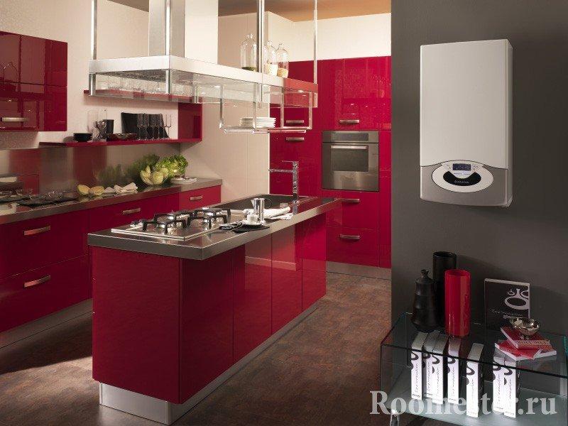Кухня красного цвета и газовая колонка белая
